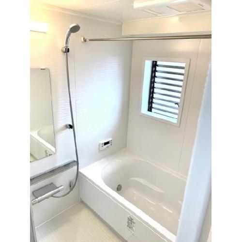浴室窓有り、追い炊き機能、浴室乾燥機もあります。