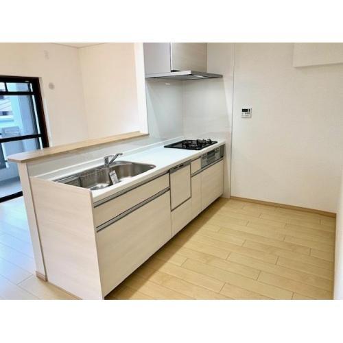 冷蔵庫や食器棚のスペースもじゅうぶん確保してます。