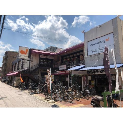グルメシティ本山店さんの営業時間は午前8:00~23:00です(2021年5月22日現在) (約450m)