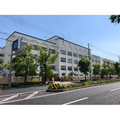 本山中学校 (約800m)