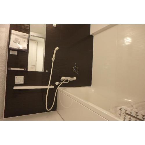 落ち着いた色調の浴室。一日の疲れをゆったりと流して頂けます。